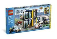 Lego City Bank & Money Transfer 3661 Transport Truck Police Robber Agent