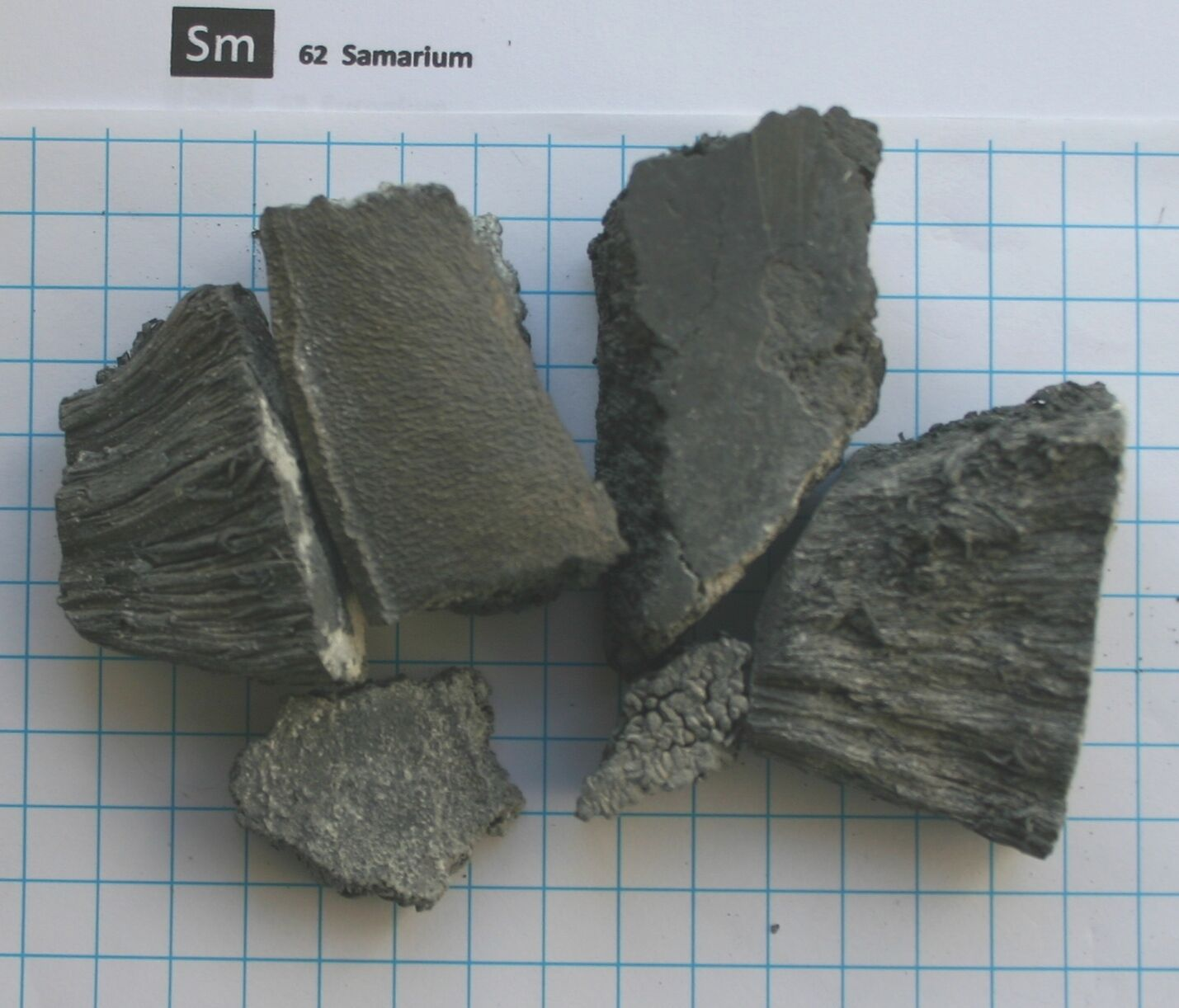 1 kilogram 99,5% Samarium metal element 62 sample