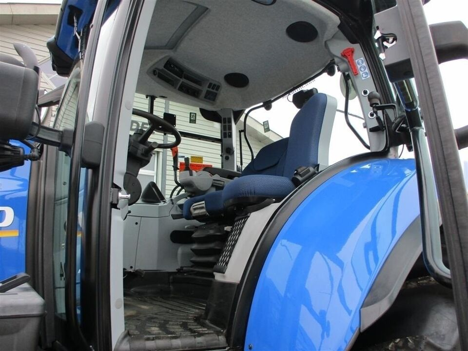 New Holland, T7.175 Frontlift, affedert foraksel og