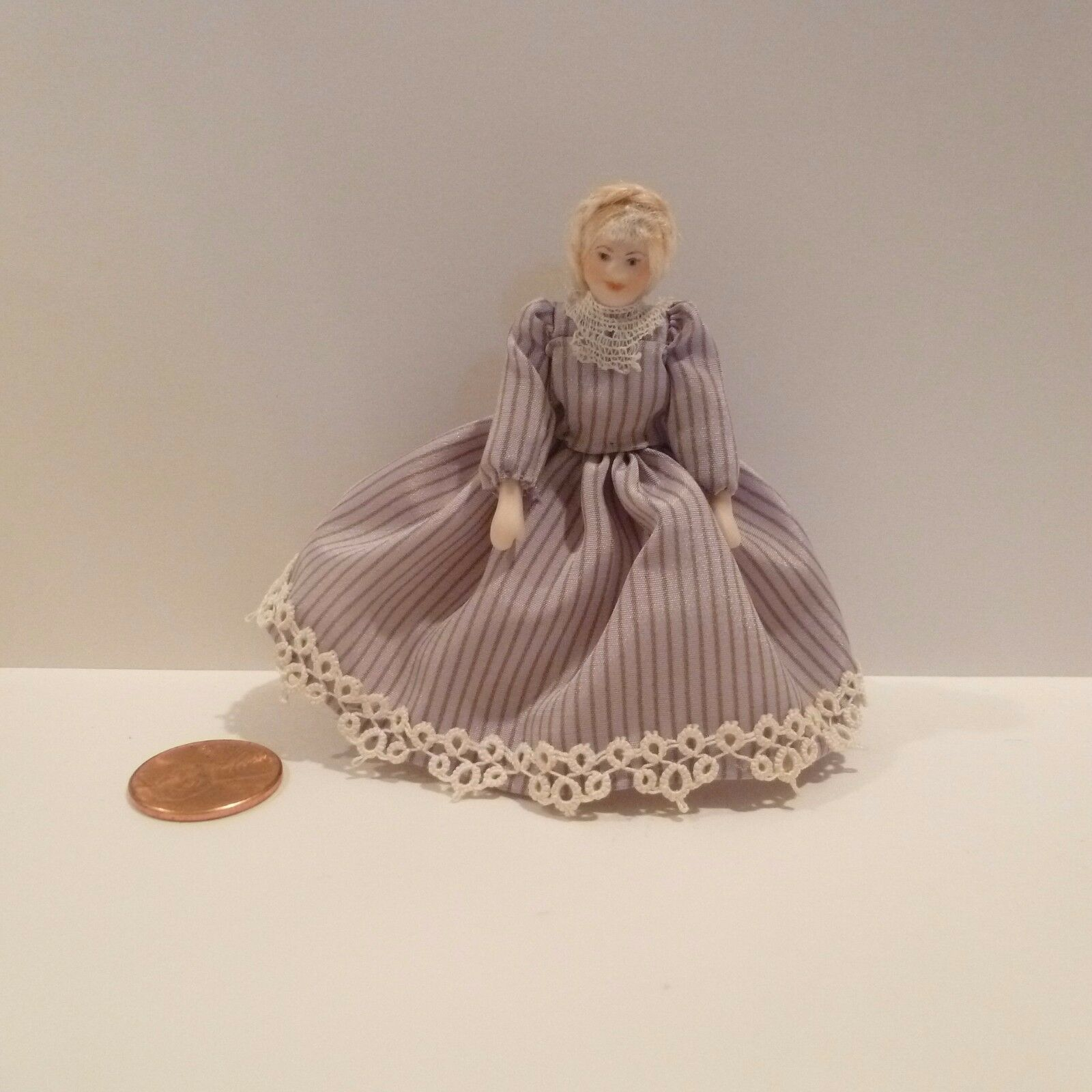 Miniatura 1 2  Escala Miniatura Muñeca señora con vestido