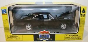 Newray-Diecast-Escala-1-25-71893-1969-Dodge-Cargador-R-T-Negro