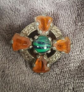 VINTAGE-Miracle-Scottish-Celtic-Brooch-Amber-green-Glass-banded-Stones