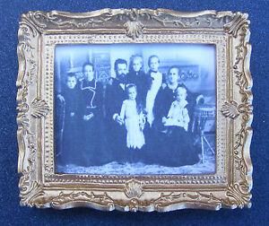 Agressif 1.12 Encadrée Image (impression) D'une Maison Victorienne Familydolls Miniature Art-afficher Le Titre D'origine