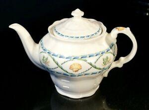 Beautiful-Royal-Doulton-Coral-Reef-Teapot