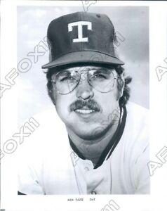 1977 Texas Ranger Baseball Joueur Infielder Ken Pape Photo De Presse 50% De RéDuction