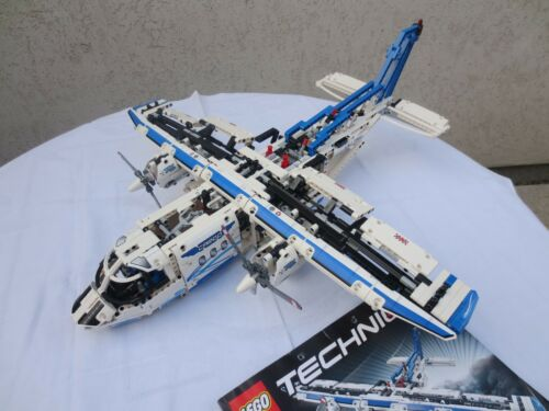 1 von 1 - LEGO Technic Frachtflugzeug (42025)