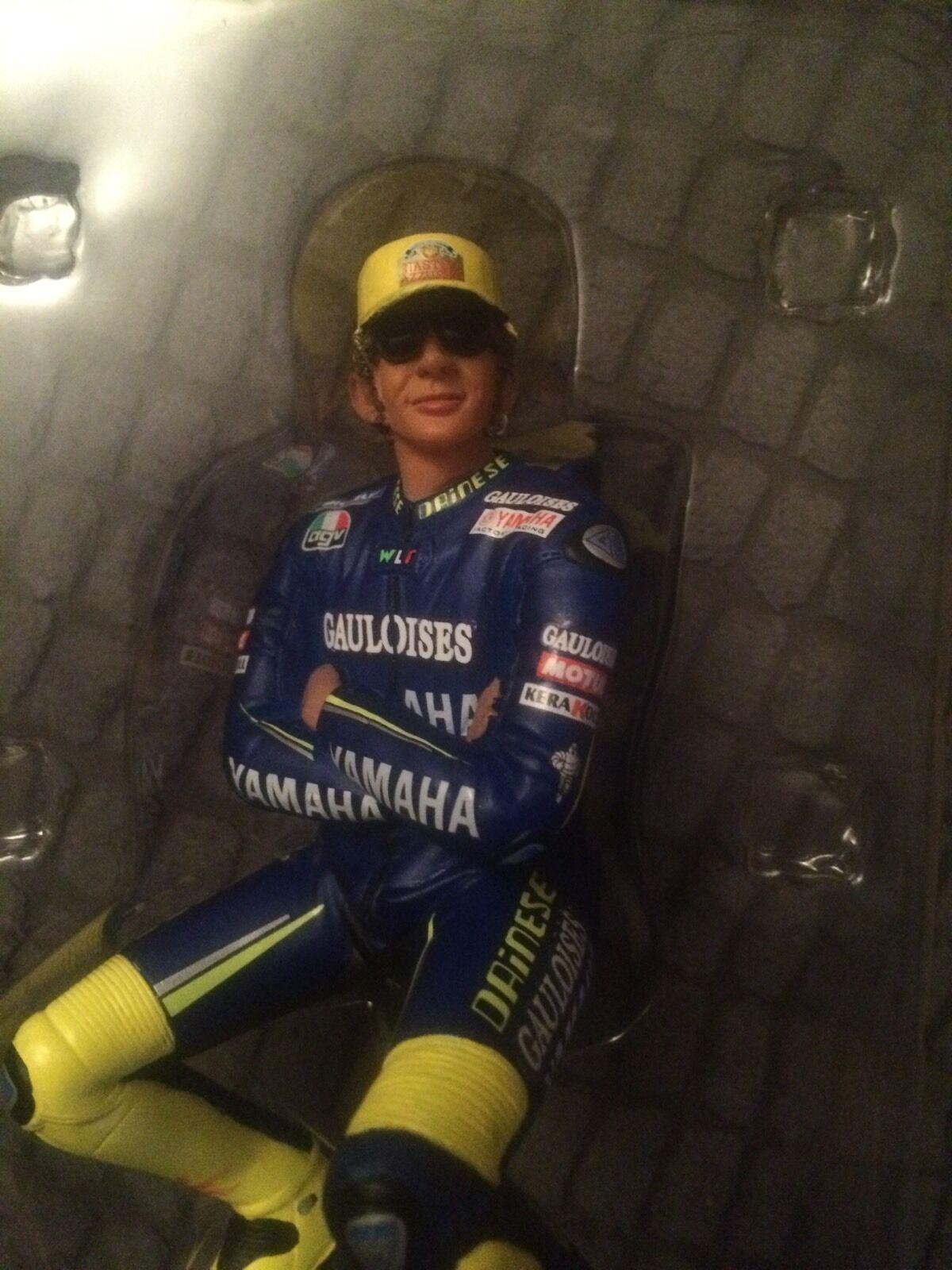 Valentino Rossi Minichamps 2005 Riding Figure Full GAULOISES TABAC sponsor
