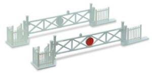 Peco-NB-50-N-Gauge-Level-Crossing-Gates-4-with-Wicket-Gates-and-Fencing