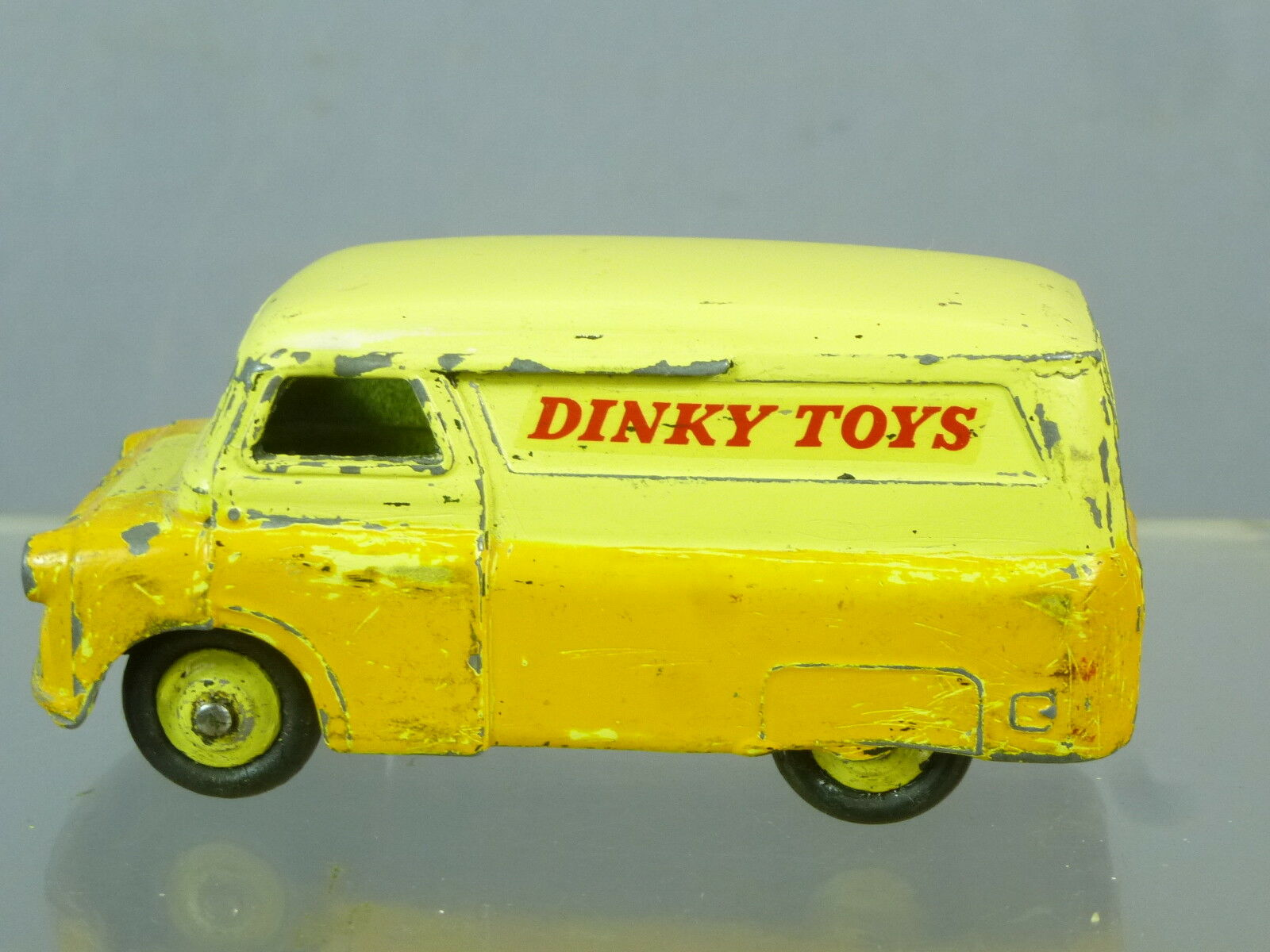 DINKY TOY'S MODEL  No.482 BEDFORD   DINKY TOYS      DELIVERY  VAN