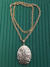 Vintage Whiting Davis Medieval Scene Goldtone Locket Necklace. FREE SHIPPING!!!