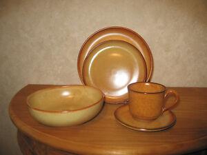 BRUN *NEW* Set 24 pièces Assiettes + tasses Set plates + cups 6o2zyNXm-08061506-551992565