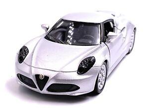 Alfa-Romeo-4c-Voiture-Sport-Maquette-de-Auto-en-Argent-Masstab-1-3-4-Licence