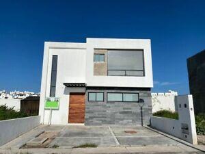 Se Vende Casa en Juriquilla, San Isidro, 3 Recamaras, Jardín, Equipada, C.142 m2