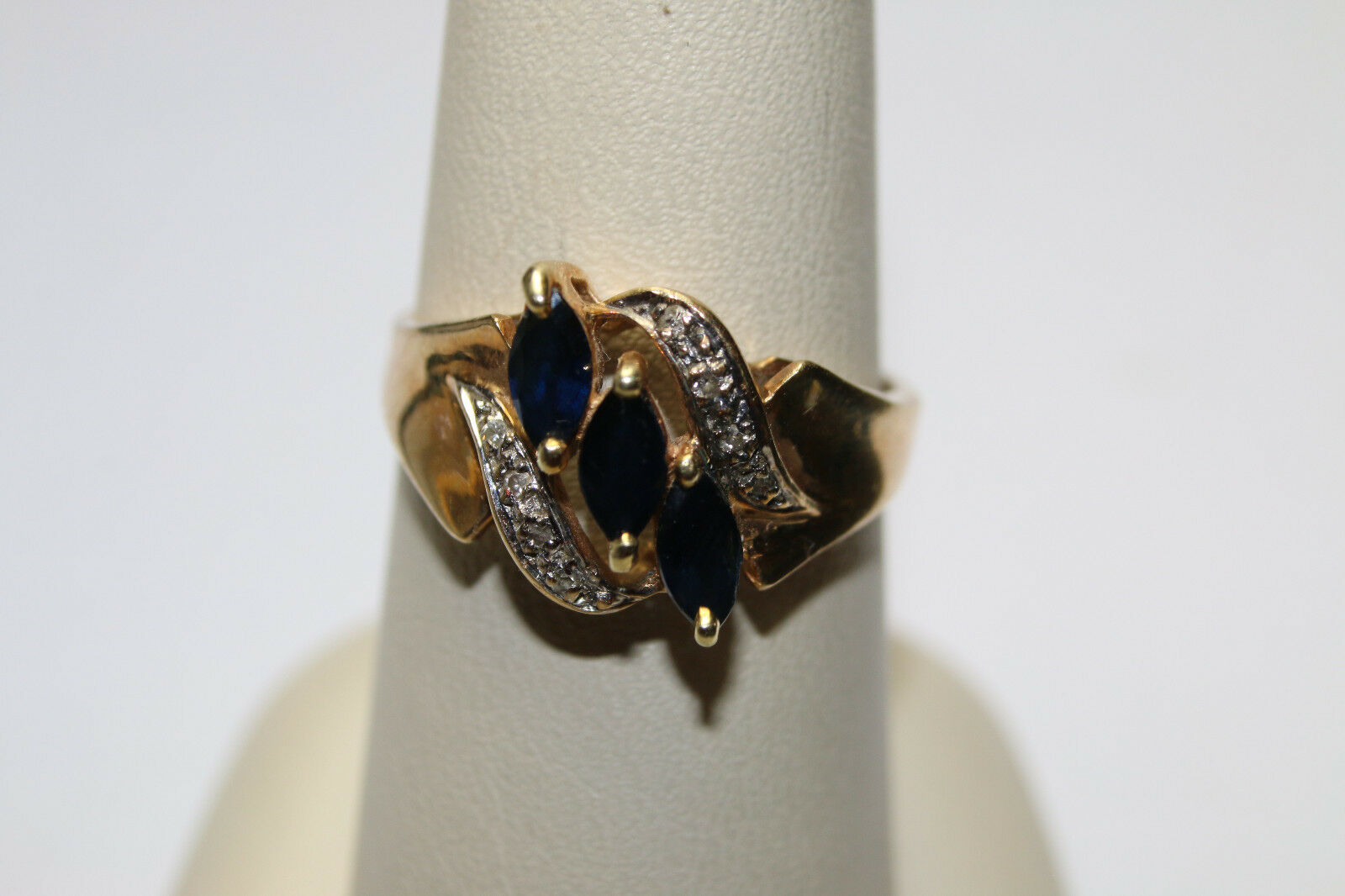 10KYG 3.1 Gram 3 bluee Sapphire 5x3mm each and Diamonds Ring Size 8 NICE     JSH