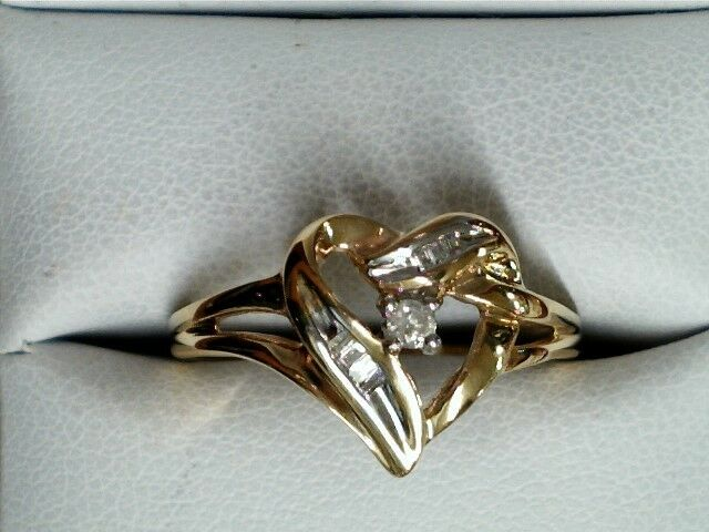 10 kt yellow gold diamond heart ring 134647