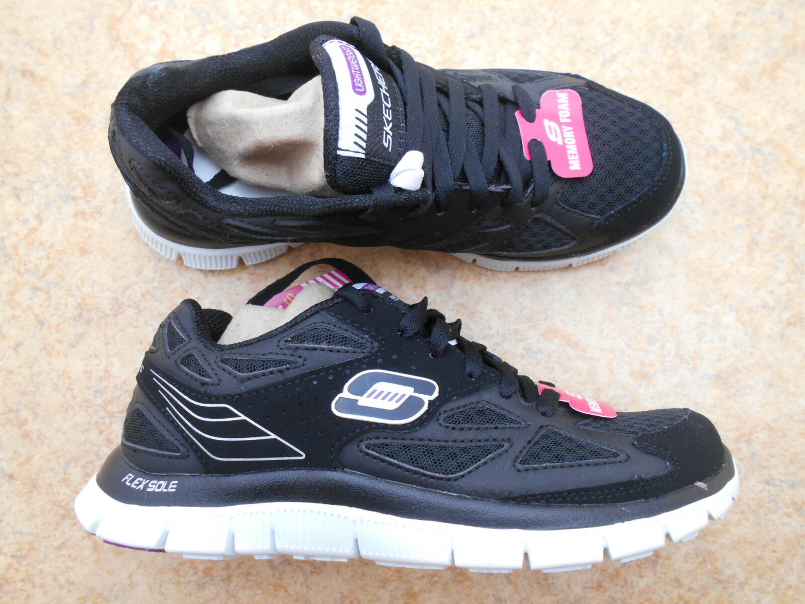 Neuf  Top femmes girly-Lacets Baskets Taille 35 NEUF  Skechers  noir