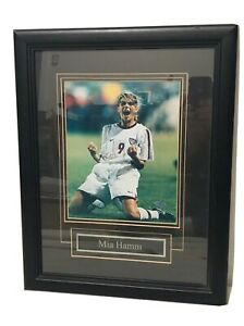 MIA-HAMM-HAND-SIGNED-8x10-PHOTO-AUTOGRAPH-AUTHENTIC-USA-WOMENS-SOCCER-GOLD-COA