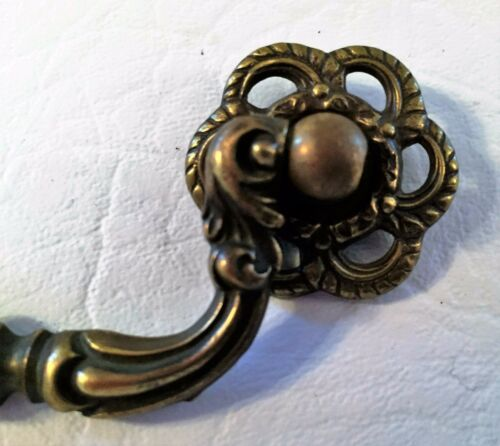 "French Provincial Chippendale Antique Hardware Brass Drawer Pull 2 3//4/"" center"