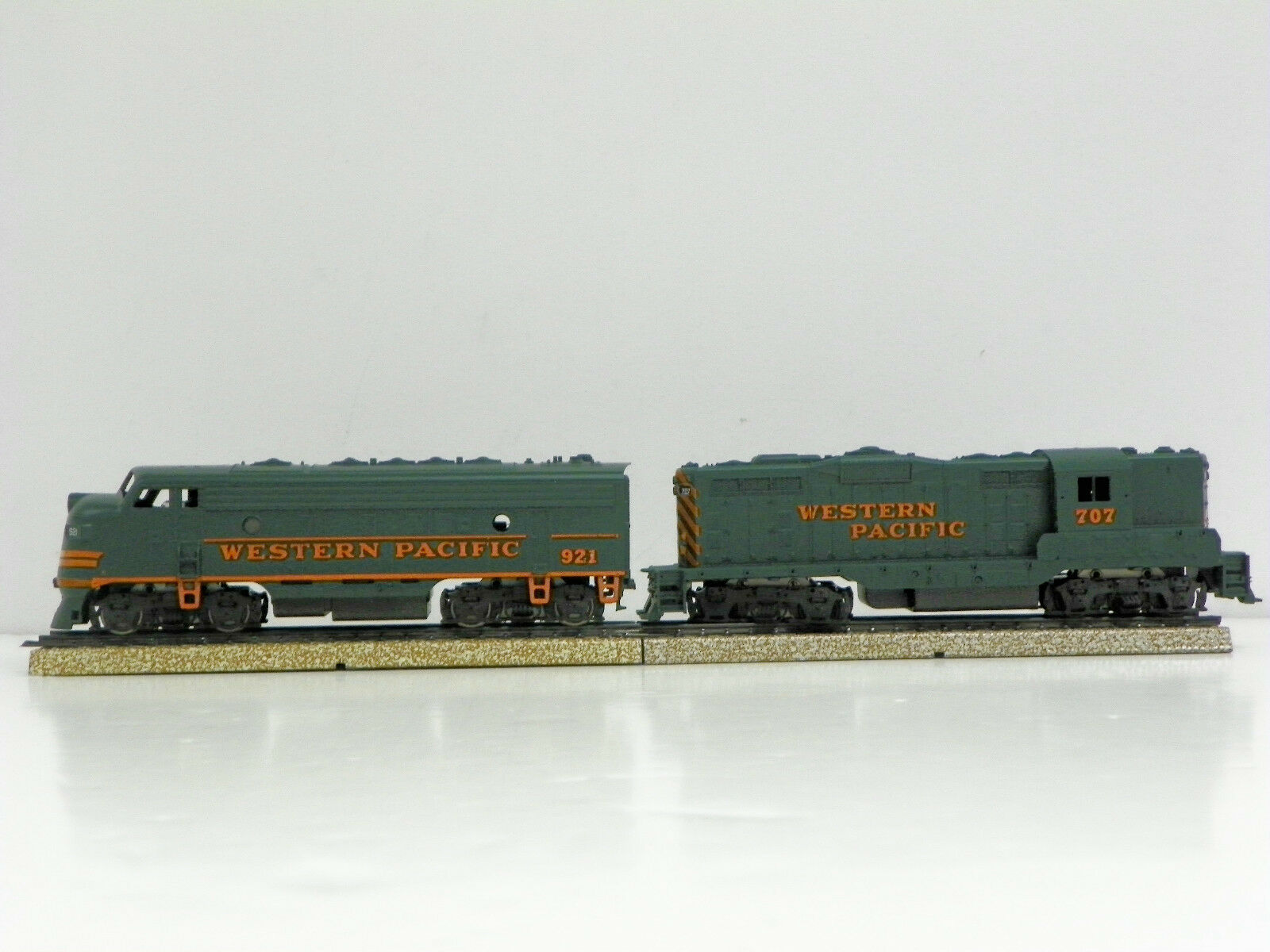 ATHEARN - SPECIAL EDITION HO M A  WESTERN PACIFIC  F7A (PWR) GP7(DMY) & 707