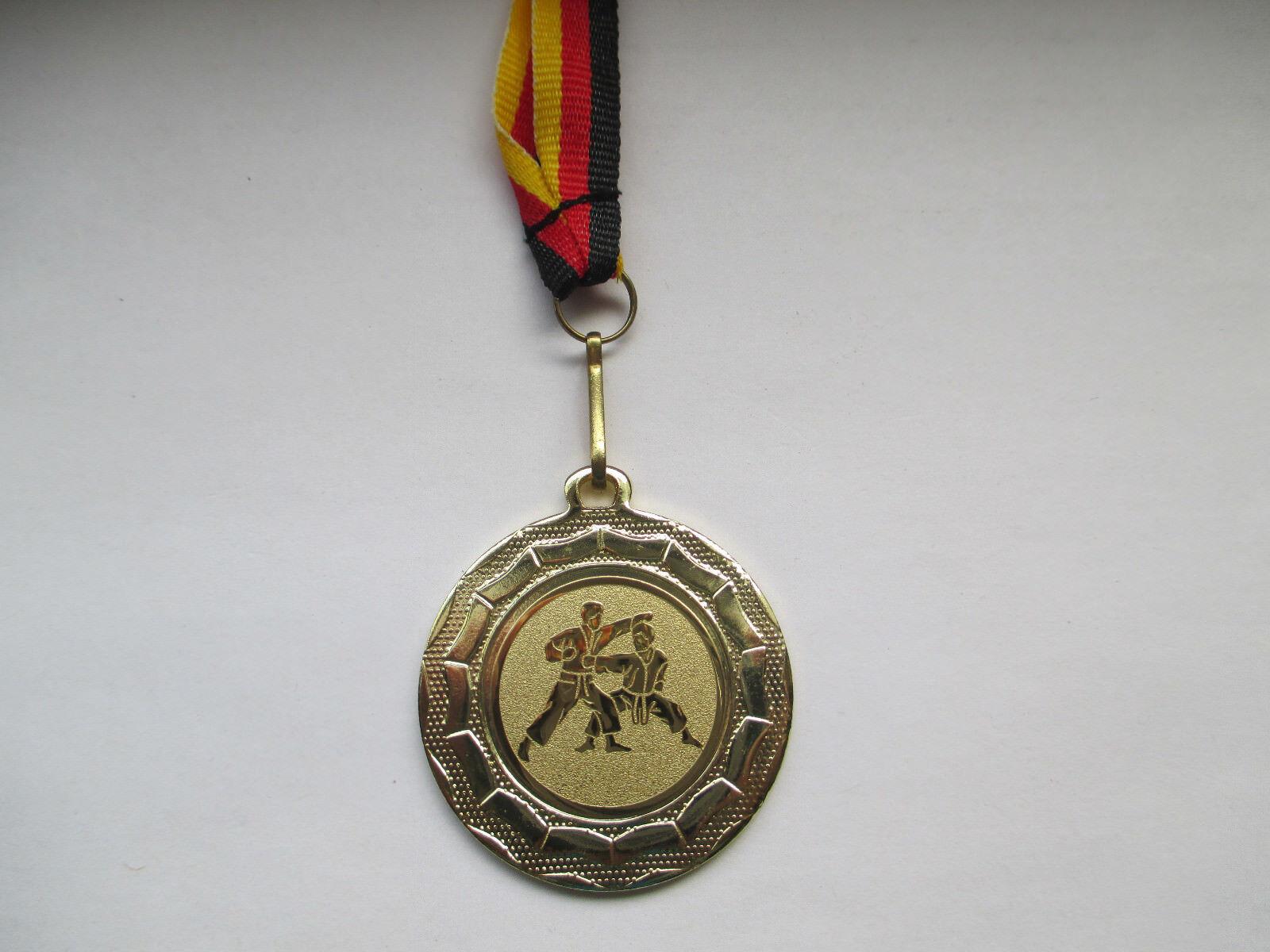 Karate Pokal Kinder Medaillen 100 x mit Deutschland-Bändern Turnier mit Emblem