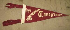 "1954 TANEYTOWN HIGH SCHOOL 9"" 4-Tassel Maroon PENNANT - Taneytown, Maryland"