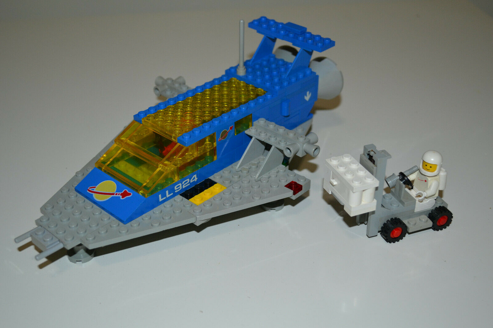 Vintage Classic Space Lego 924 Space Cruiser