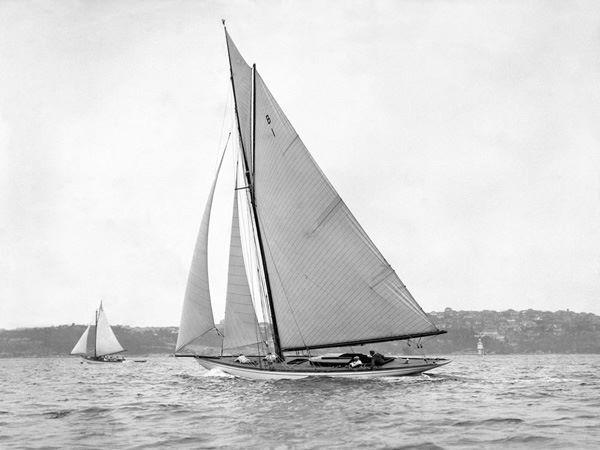 Anonymous  Victorian SLOOP ON Sydney Harbour, 1930 Stampa Su Tela Con Telaio