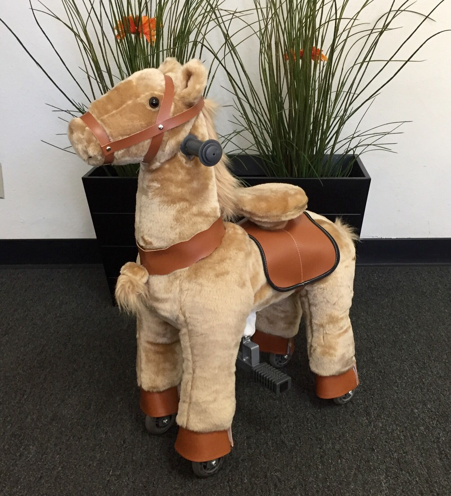 SMALL Giddy Up Ride Horse Pony Ride On SMALL BEIGE Ages 2-5 (01G) - BRAND NEW