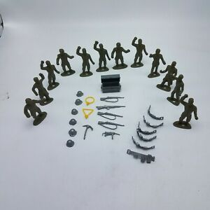 Lot-of-12-Vintage-MPC-US-Army-Ring-Hand-Soldiers-With-22-Combat-Accessories