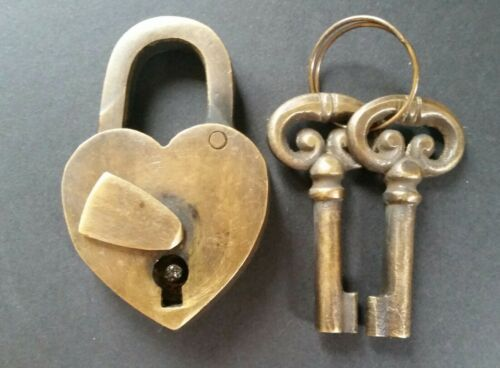 "Vtg style ♡ Love Valentine Paris HEART LOCK 2 Skeleton Keys Brass  2-5//8/"" #L8"