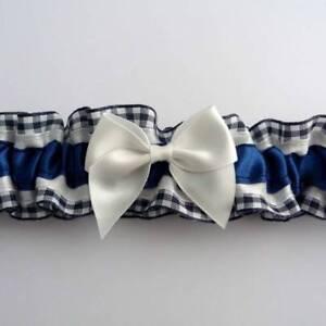 Jarretiere-mariage-satin-et-carreaux-vichy-bleu-marine-et-blanc-toutes-tailles