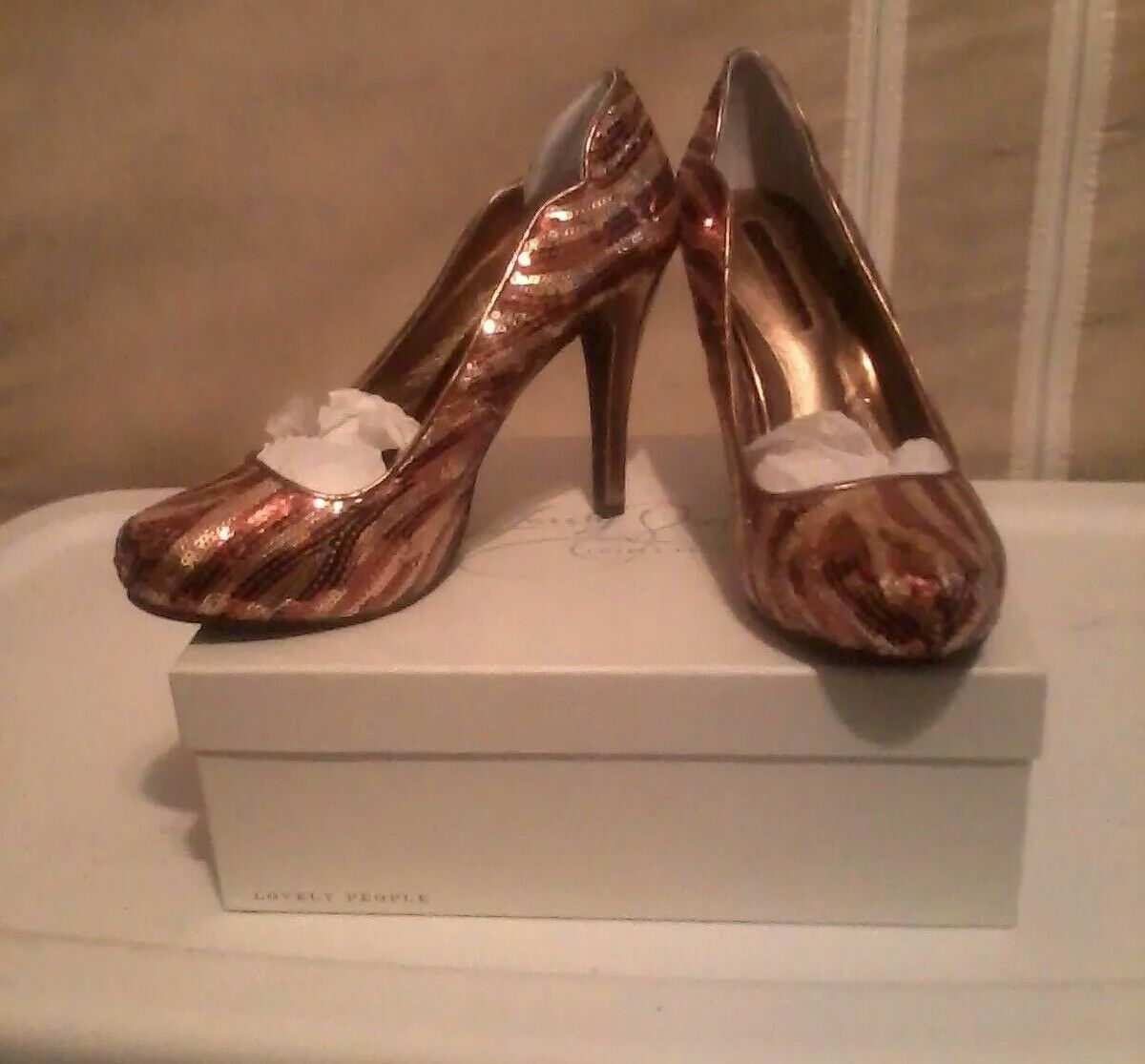 LOVELY PEOPLE BRONZE SHINY SEQUIN PUMP damen damen damen Größe 9 MEDIUM 3 IN. HEEL 8b64f5