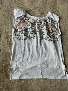 Women-s-NWT-Cristina-White-Embroidered-Floral-Sleeveless-Blouse-Top-Sz-S