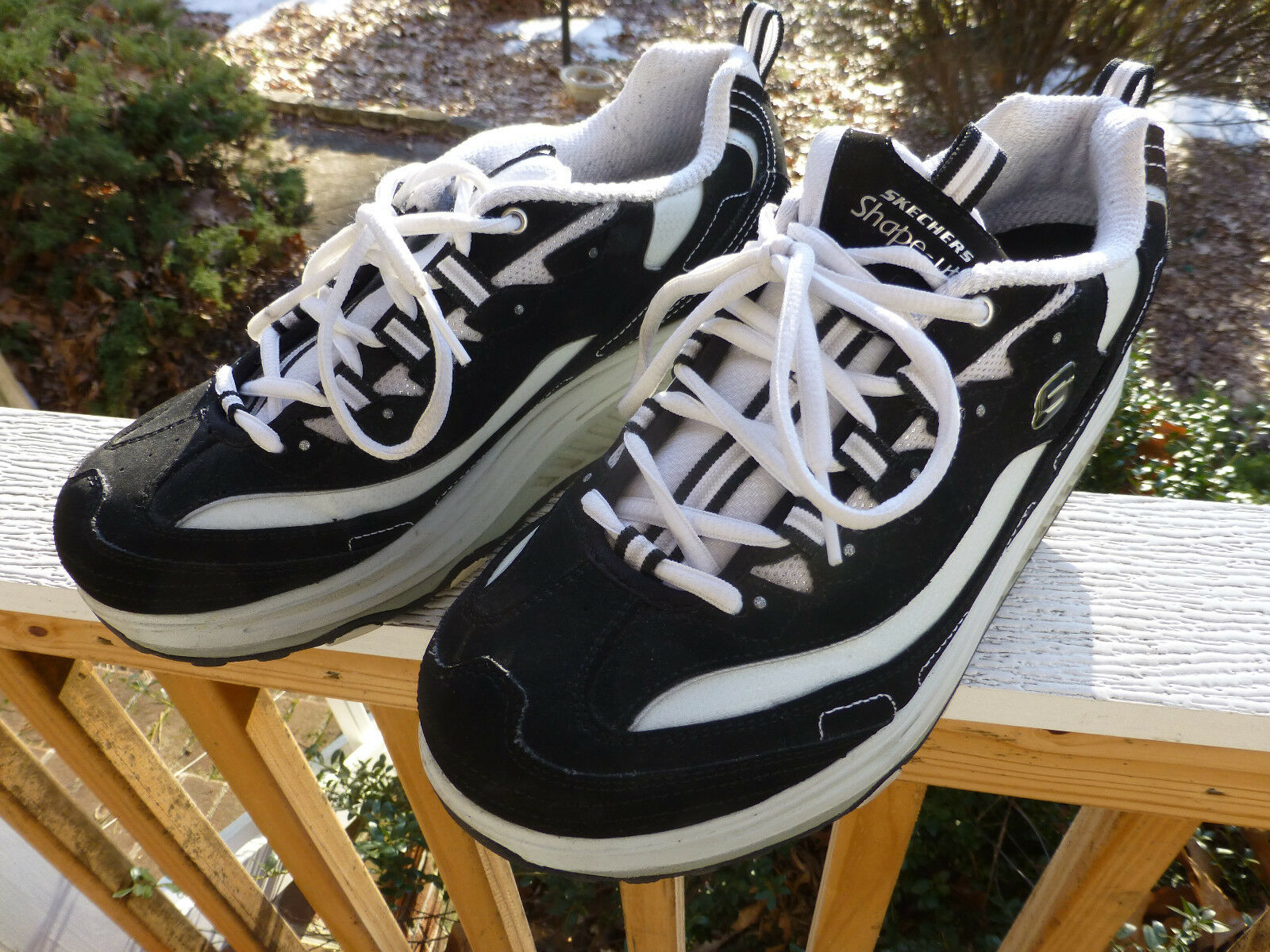 11809 Skechers Shape-ups Womens Size 10 Sneakers Black & White Great Condition