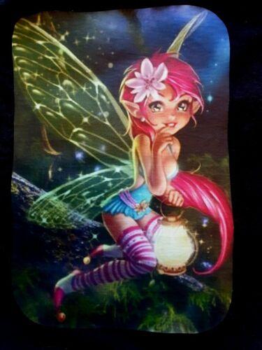 Cheeky Little Fairy sur Log avec lanterne Little Fairy T-shirt pour filles