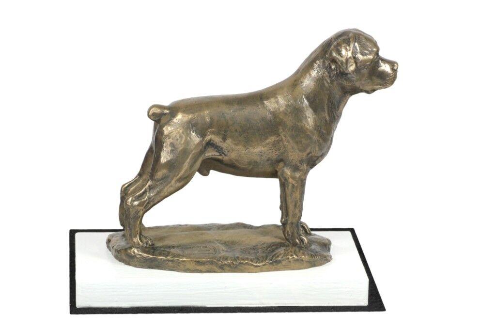 rojotweiler - figurina con un cane su una base di legno blancoo, Art Dog IT