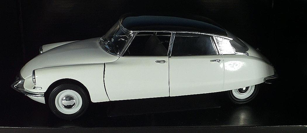 Solido 1 18 CITROEN DS berline (1963) bianco con tetto Nero OVP  2841