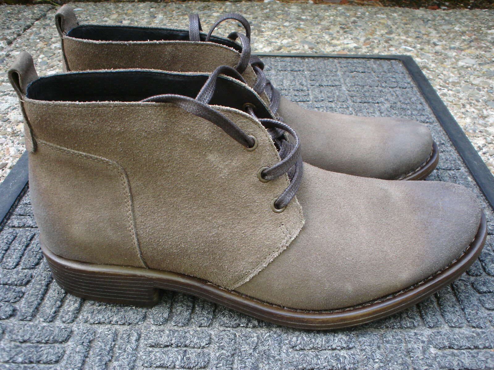 Sharp & Stylish PELLENERA Brown Suede boot--Very Comfortable Boot--Size 9M