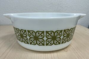 PYREX 425 GREEN AND WHITE VERDE SQUARE FLOWERS 2.5 QUART CASSEROLE MINTY