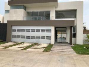 Casa en venta con 4 habitaciones  jardin y alberca en Residencial Marina y Golf Punta Tiburon