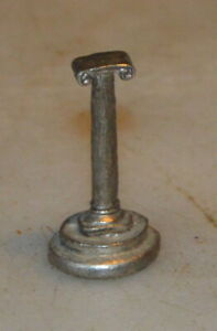 Ancienne figurine ou pièce d'échec en plomb, colonne ionienne, 20 gr, haut. 3,5