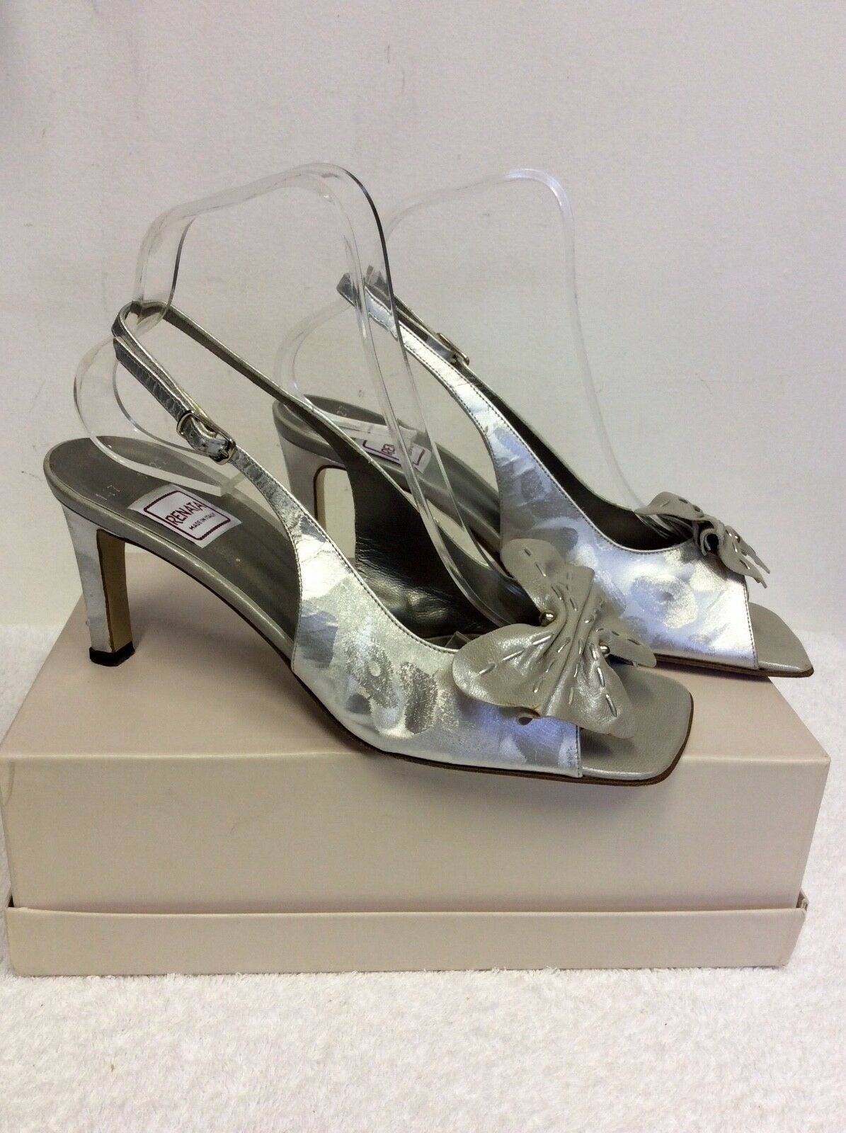 RENATA SILVER SLINGBACK ALL LEATHER BOW TRIM SLINGBACK SILVER HEELS SIZE 5.5/38.5 7cce3a