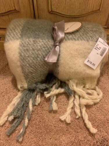 Dressbarn Winter NEW Gray /& White Plaid Tassel Polyester Scarf $ 10.00