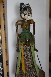 Poupée Vintage en bois avec poupée indonésienne