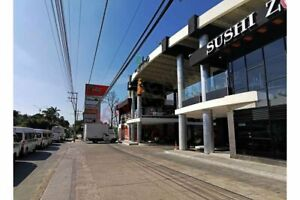 Local comercial en renta en Plaza Jardines, frente a la UNACH