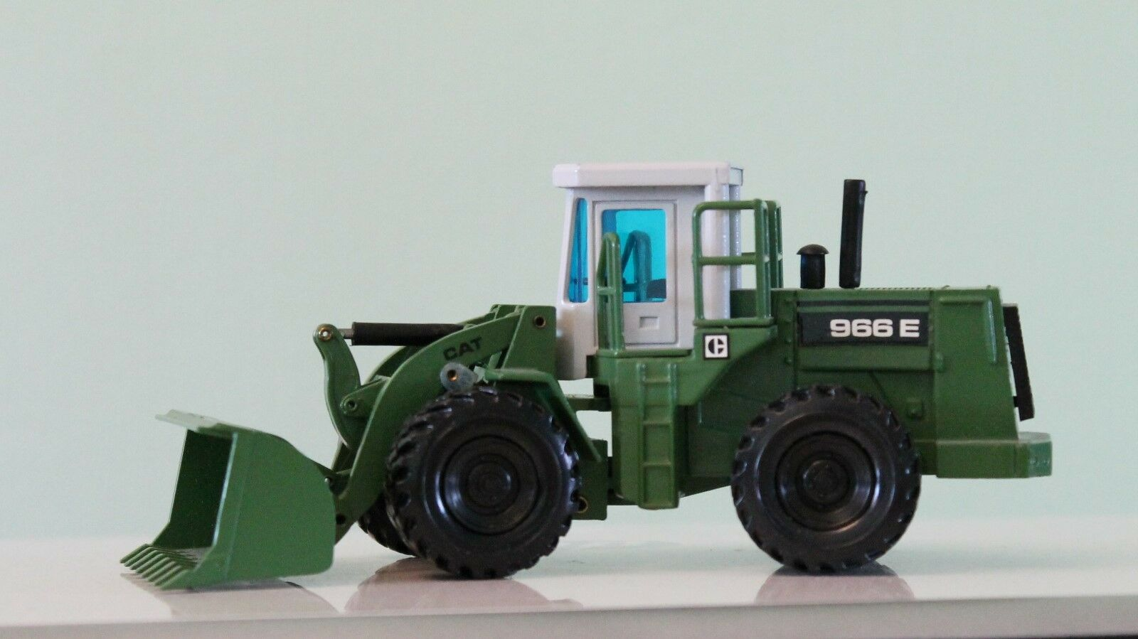 CAT 966E LOADING SHOVEL IN THE LIVERY OF JEAN BRETANGIER in 1 50 SCALE by NZG