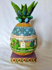 Jim Shore Heartwood Creek Welcome to Our Story Pineapple Scenes Figurine 4057702