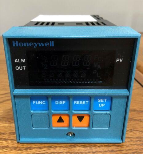 Honeywell UDC2000 Mini Pro DC2003-0-0000-0000-00-0111 120VAC 60Hz 6VA
