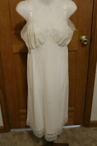 Vintage-Van-Raalte-Suavette-Full-Slip-Dress-White-Nylon-w-Lace-Bodice-Sz-36-60s