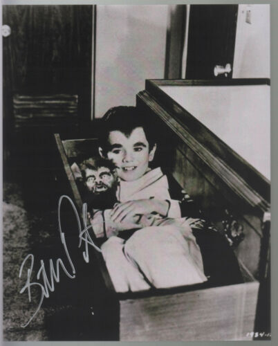 EDDIE MUNSTER HAND SIGNED 8x10 PHOTO SLEEPING w WOFF WOFF BUTCH PATRICK